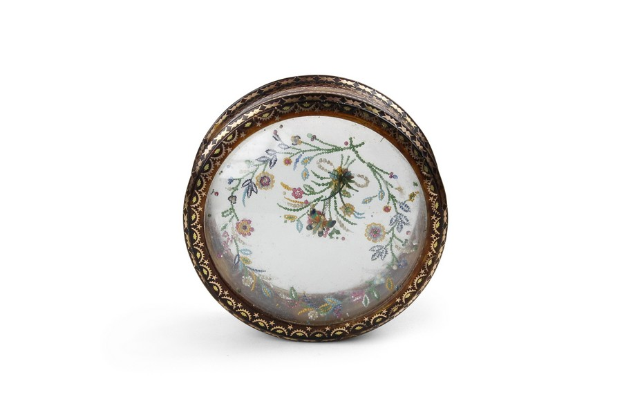 Pique Snuff Box with Butterfly on Spring