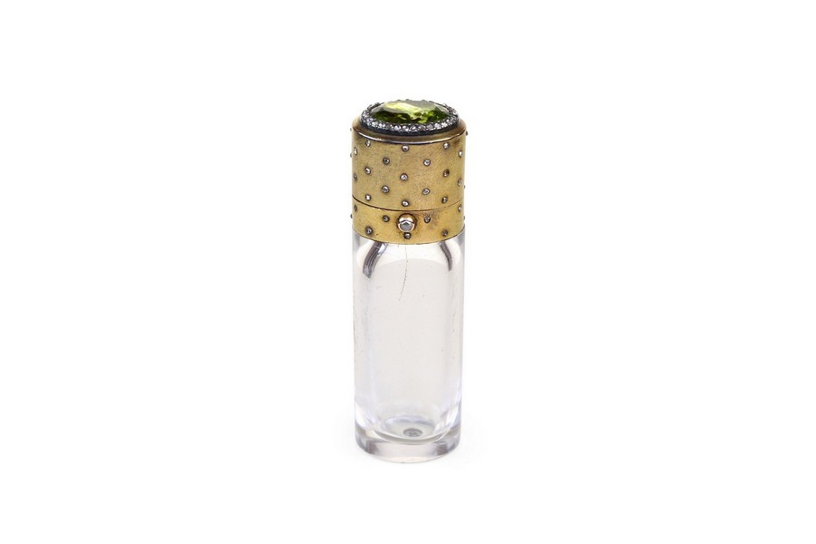 A Fine Gold Diamond and Peridot Scent Bottle