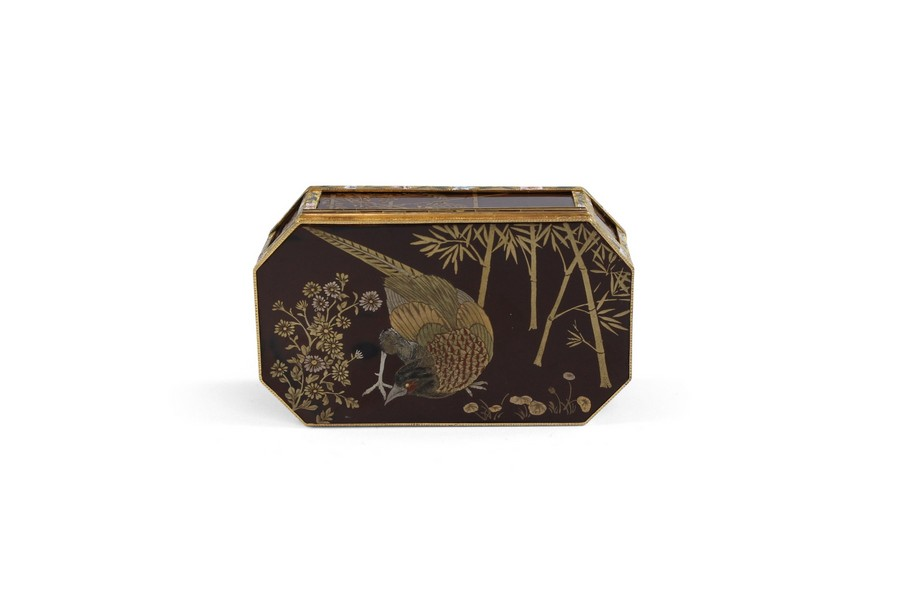 FRENCH GOLD-MOUNTED JAPANESE LACQUER SNUFF BOX