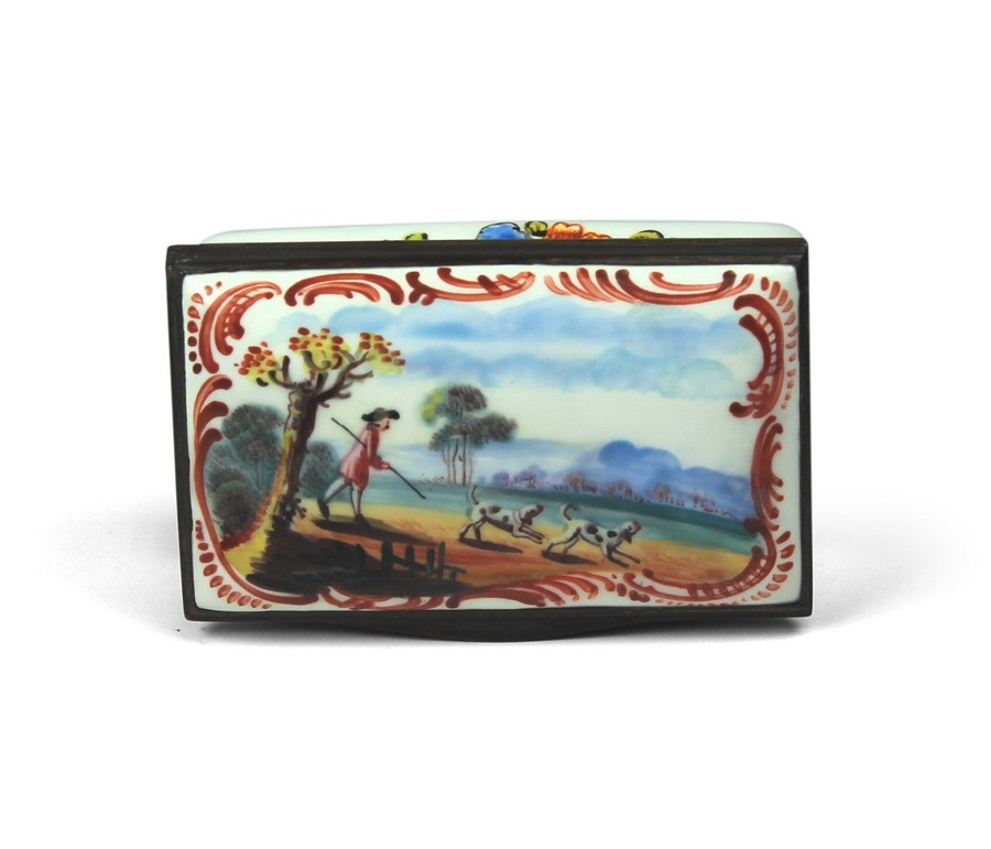 A Bilston English Enamel Snuff Box