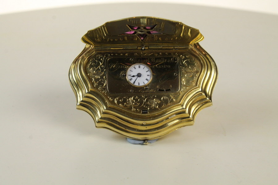 Attractive gold enamel box was concealed timepiece with amethysts and diamond set Top