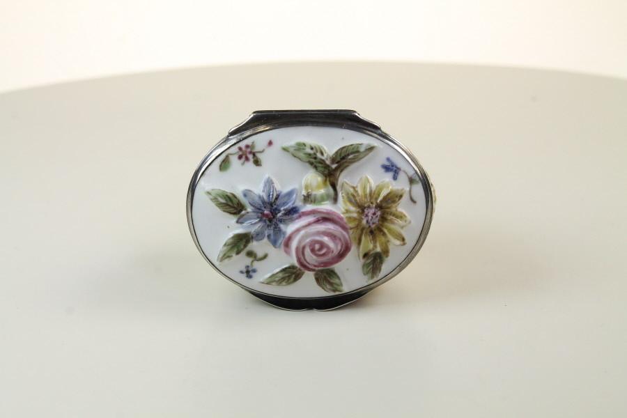 St Cloud Porcelain Snuff Box