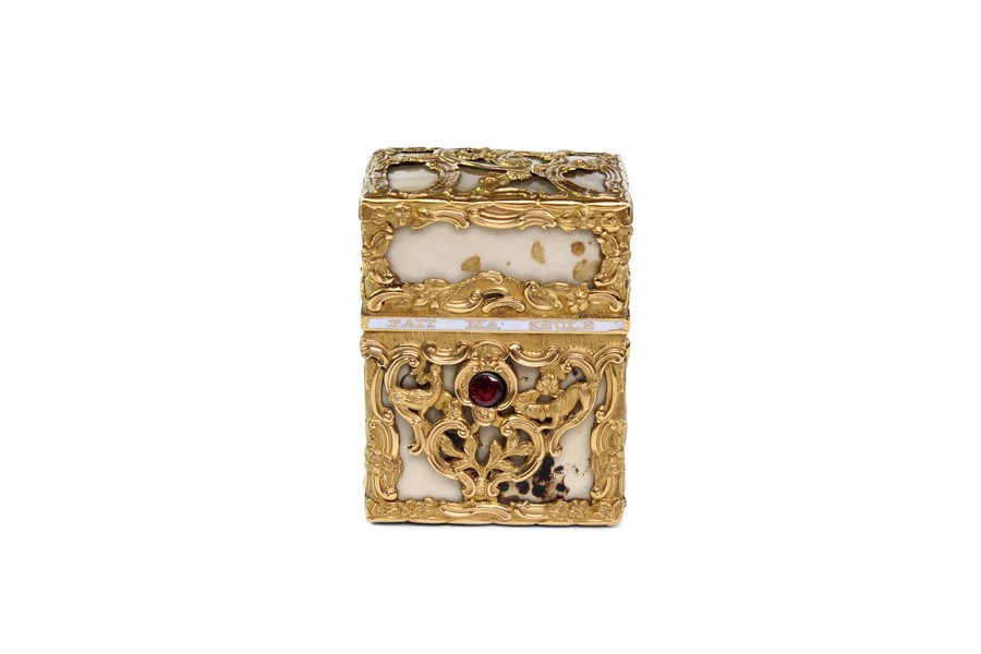 A gold mounted agate necessaire