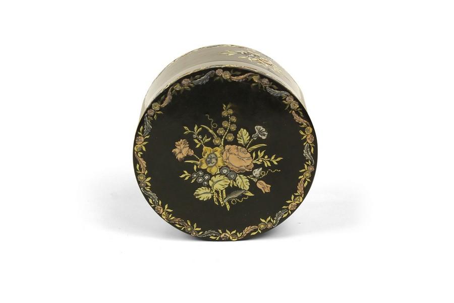 A circular three coloured gold pique tortoiseshell snuff box