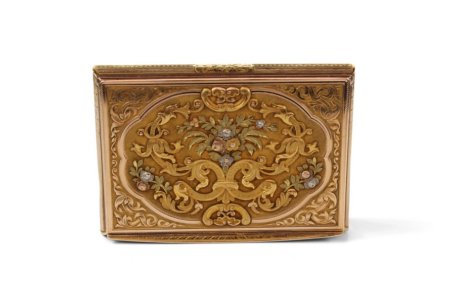 An early 19th Century German Hanau Four Colour Gold Snuffbox